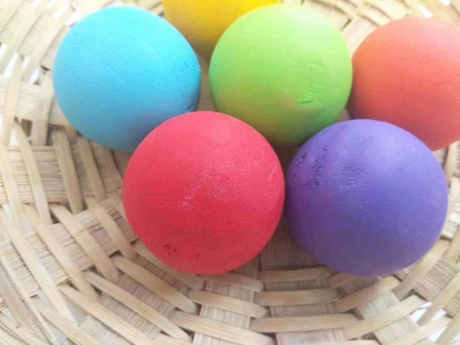 The Nestery curates online wooden giant marbles for 3+ year olds that are waldorf toys made in India. This is a 6 piece giant marble set with rainbow finish. These are waldorf toys in India.