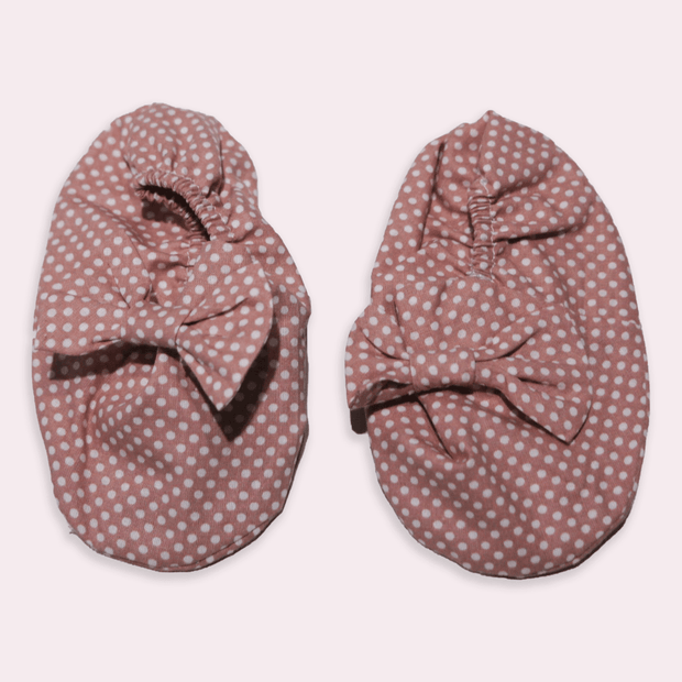 baby clothes - baby accessoires - baby shoes - baby girl - baby boy - dot pattern - pink baby shoes