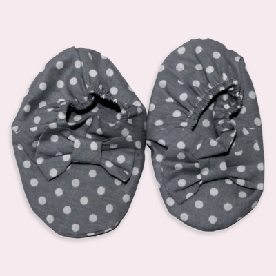 baby clothes - baby accessoires - baby shoes - baby girl - baby boy - dot pattern - gray baby shoes