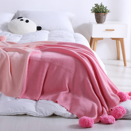 Monochromatic Pompon Blanket - Strawberry Smoothie - Ganje's
