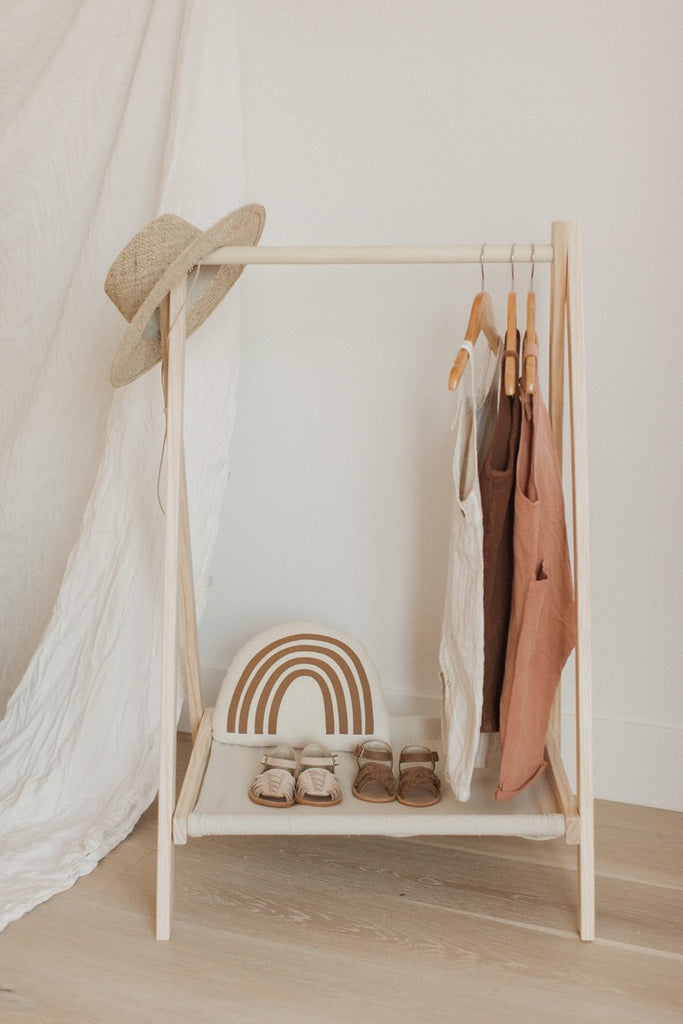 Simple ways to build capsule wardrobe for your child