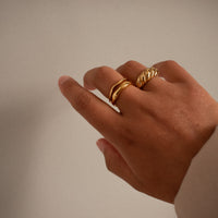 """Nia"" Abstract Ring"