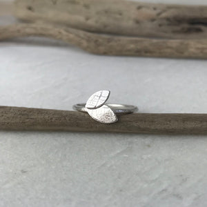 Dainty Leaf Ring