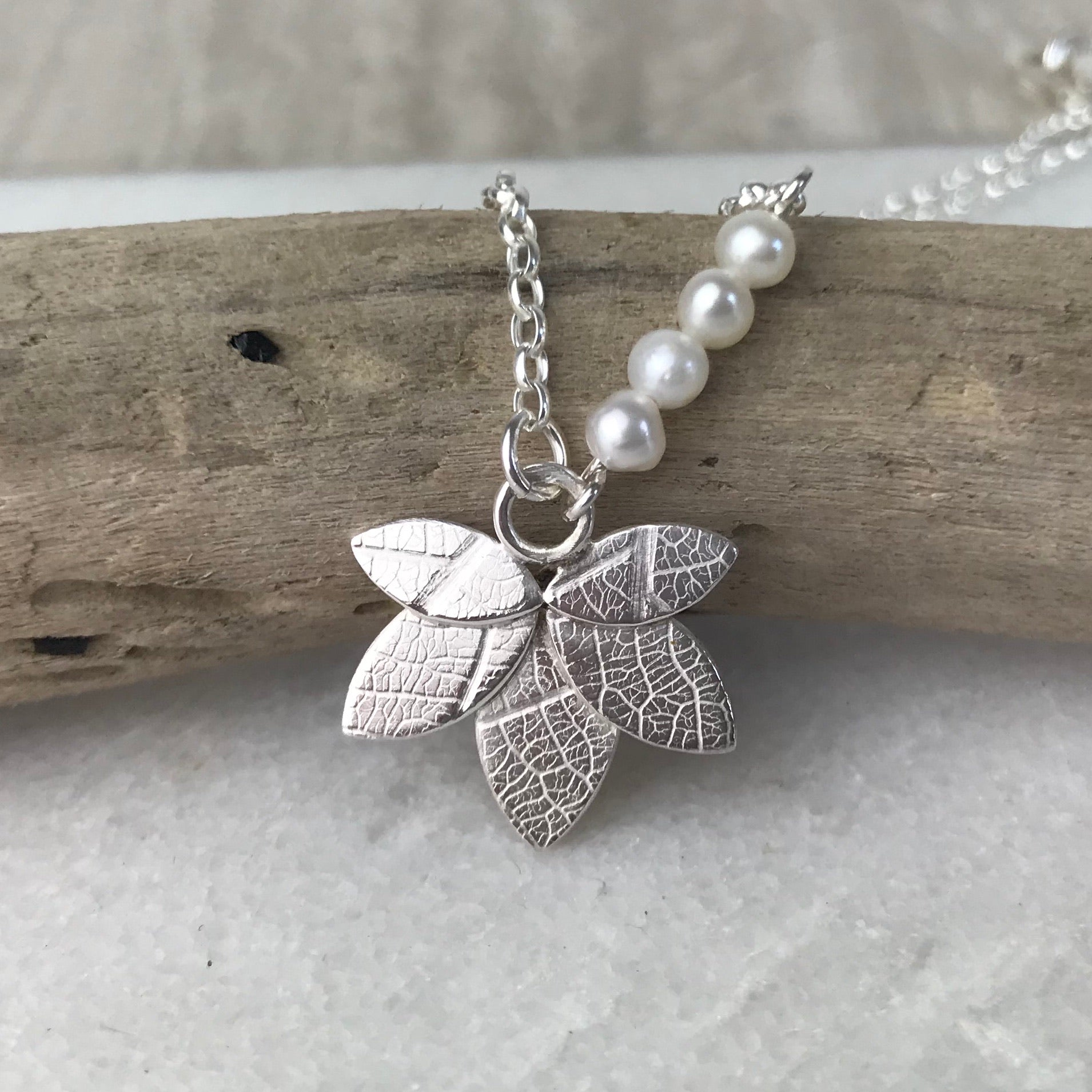 Dainty Leaf Necklace