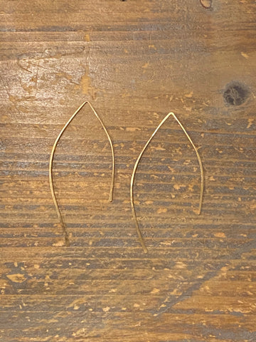 Gold hammered thread earring