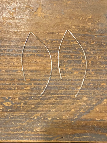Silver hammered thread earring