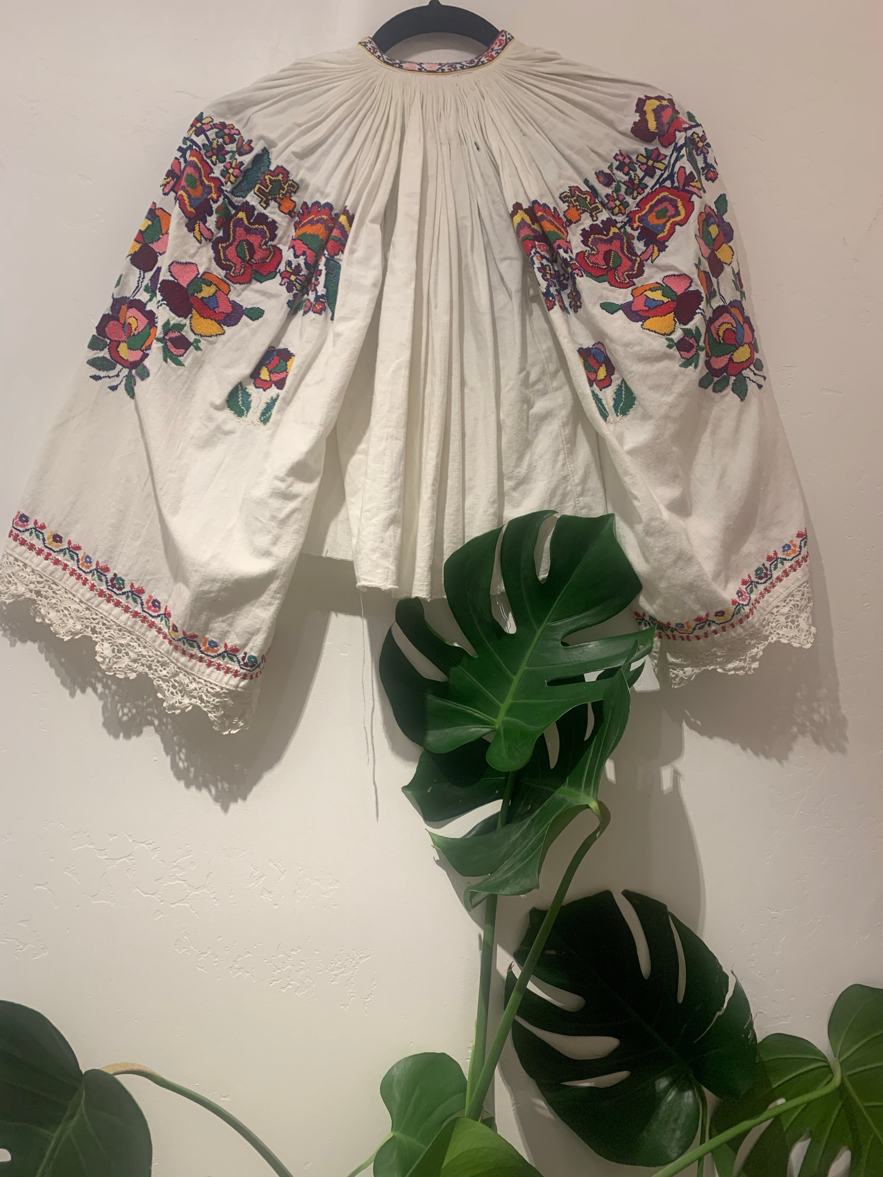 TRADITIONAL ROMANIAN BLOUSE
