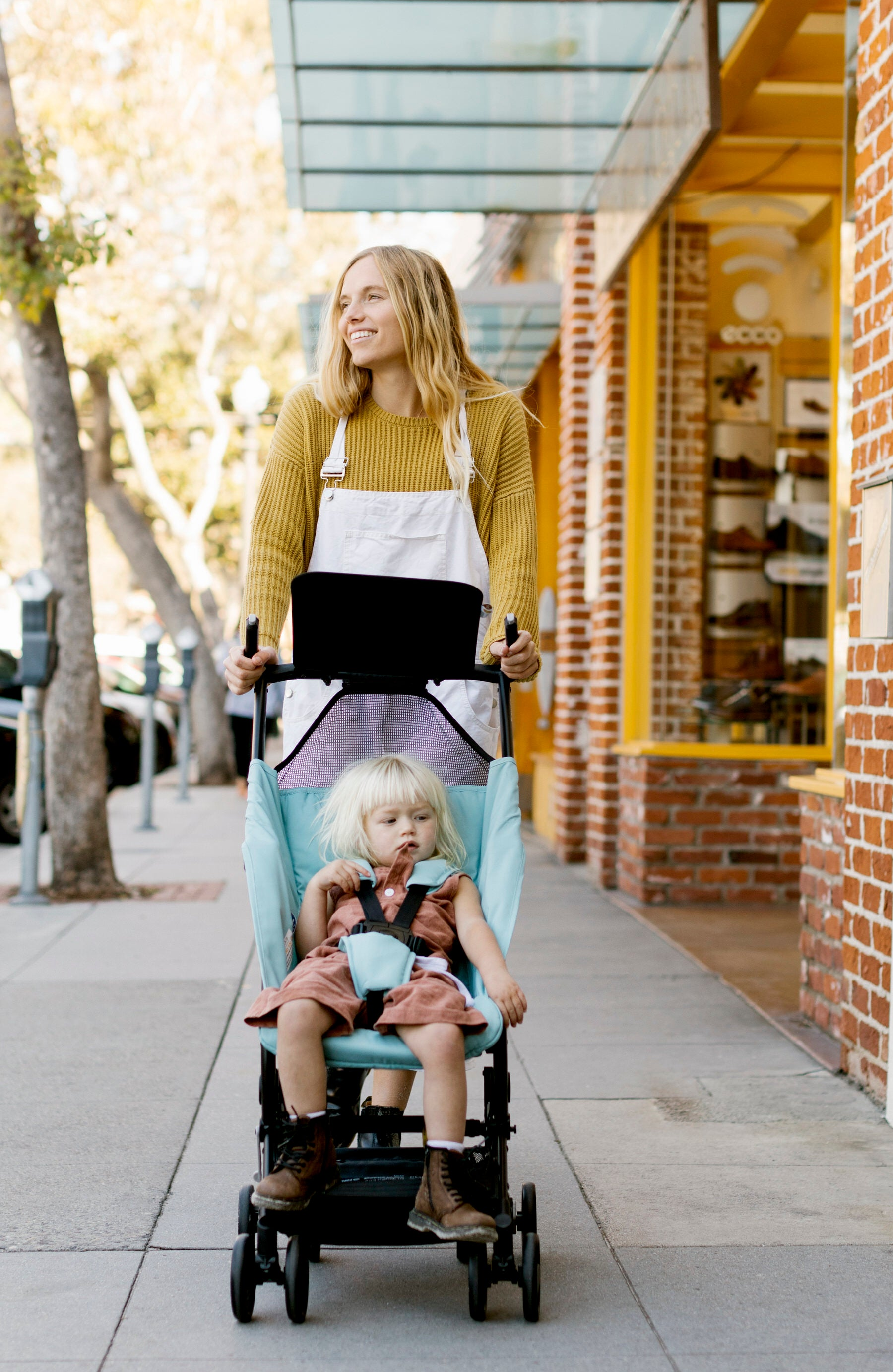Leah pushes her daughter in the Poppy stroller downtown