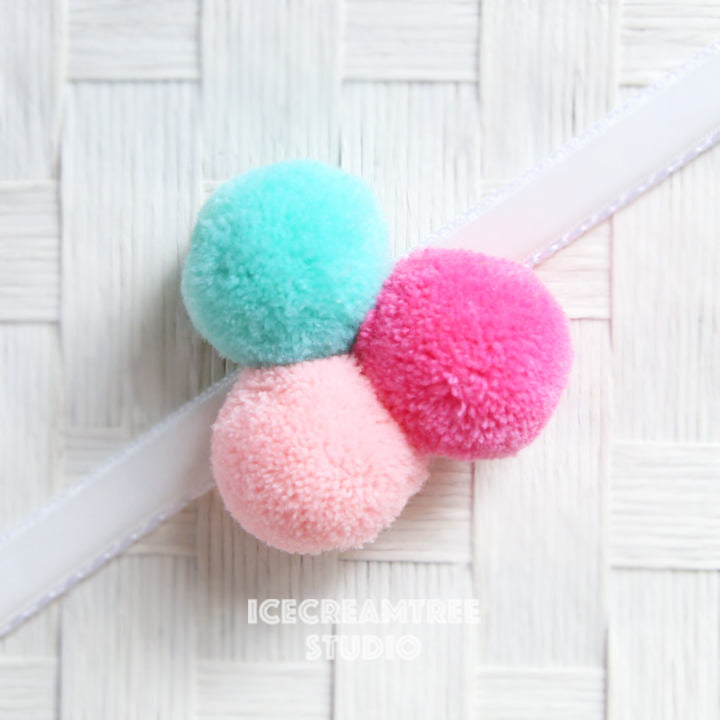 Big Cutie Pom Pom - Pom Pom Collar Accessory