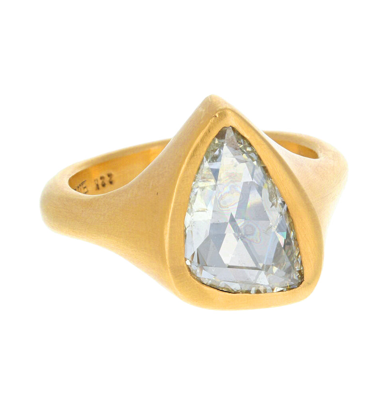 TRIANGULAR DIAMOND RING