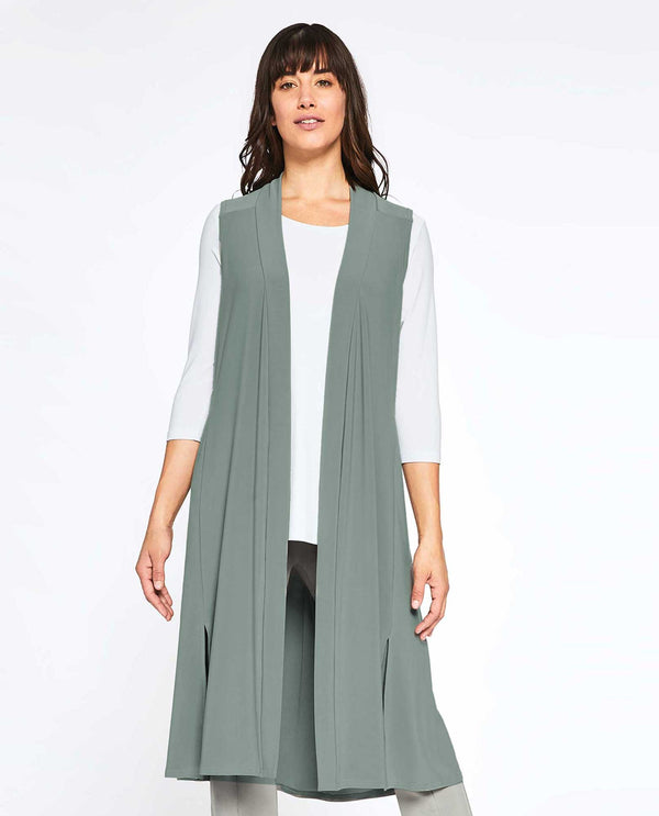 Cactus Sympli 21157L Go To Vest Long hits at the knee and is made from wrinkle resistant fabric
