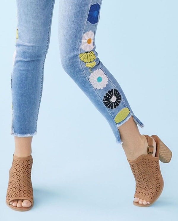 Coco + Carmen 2019075 Daisy Side Embroidered JeansCoco + Carmen 2019075 Daisy Side Embroidered Jeans Light Denim