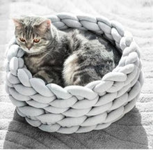 Load image into Gallery viewer, Chunky knitted pet bed - party-paw