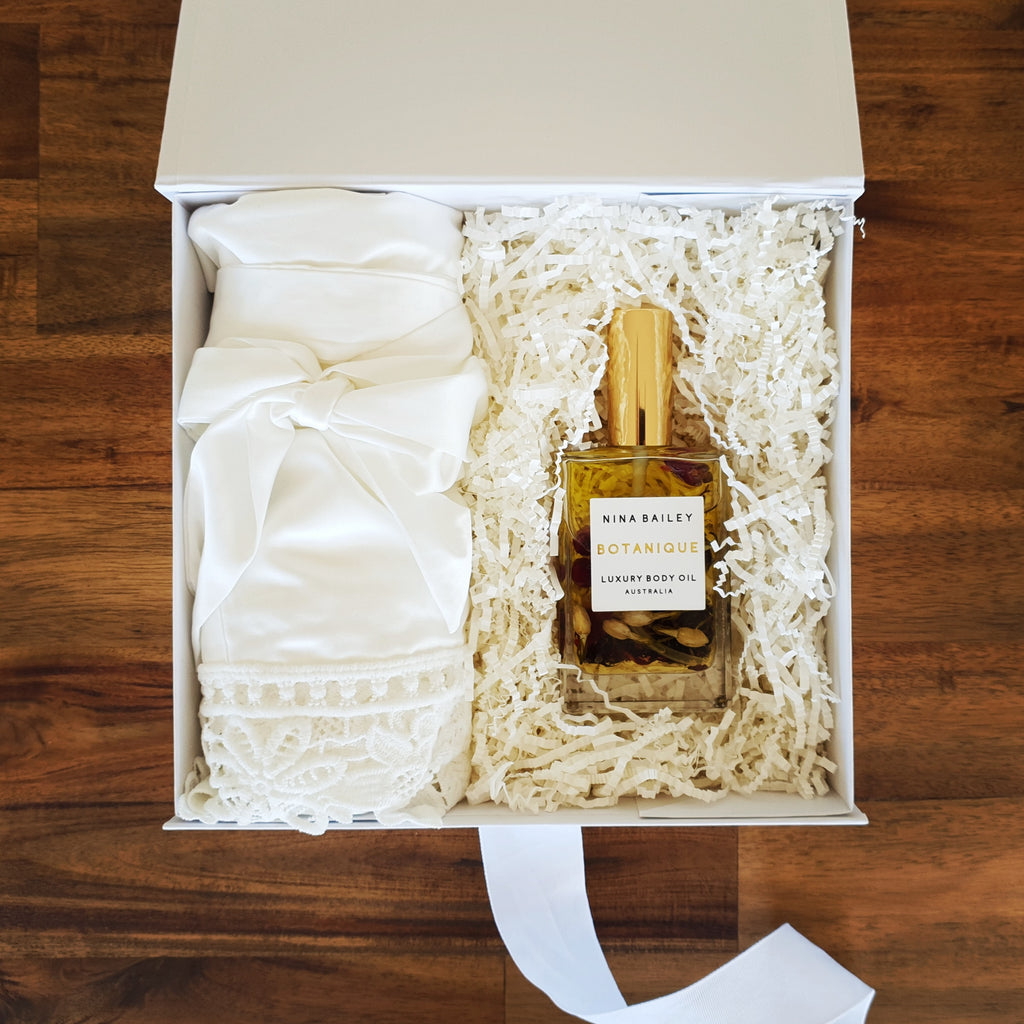 Ivory Bridesmaid Gift Box - That Box Co