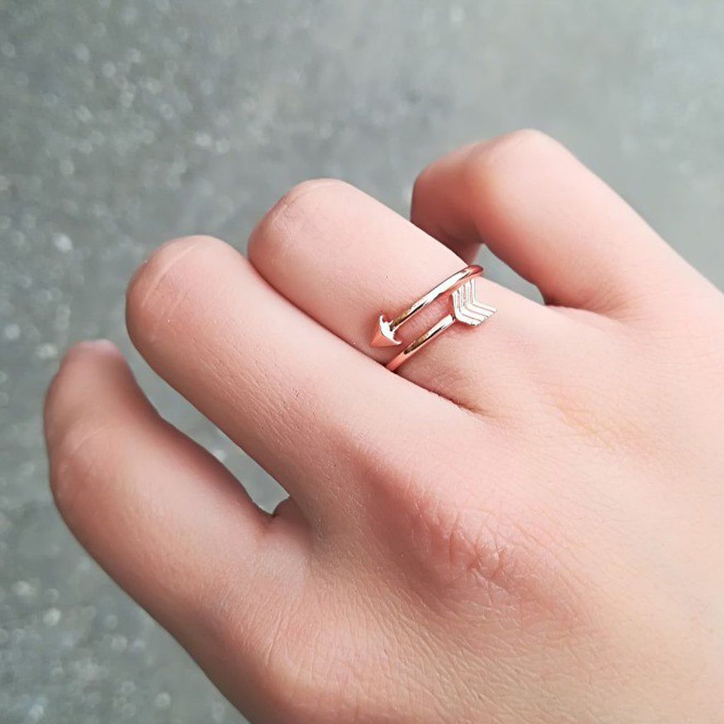 Cute Minimalist Arrow Wrap Ring Simple Dainty Wired Metal Promise Rings for Teens Fashion Jewelry for Women in Gold, Rose Gold, Silver lindo anillo de envoltura de flecha (www.Jewolite.com)