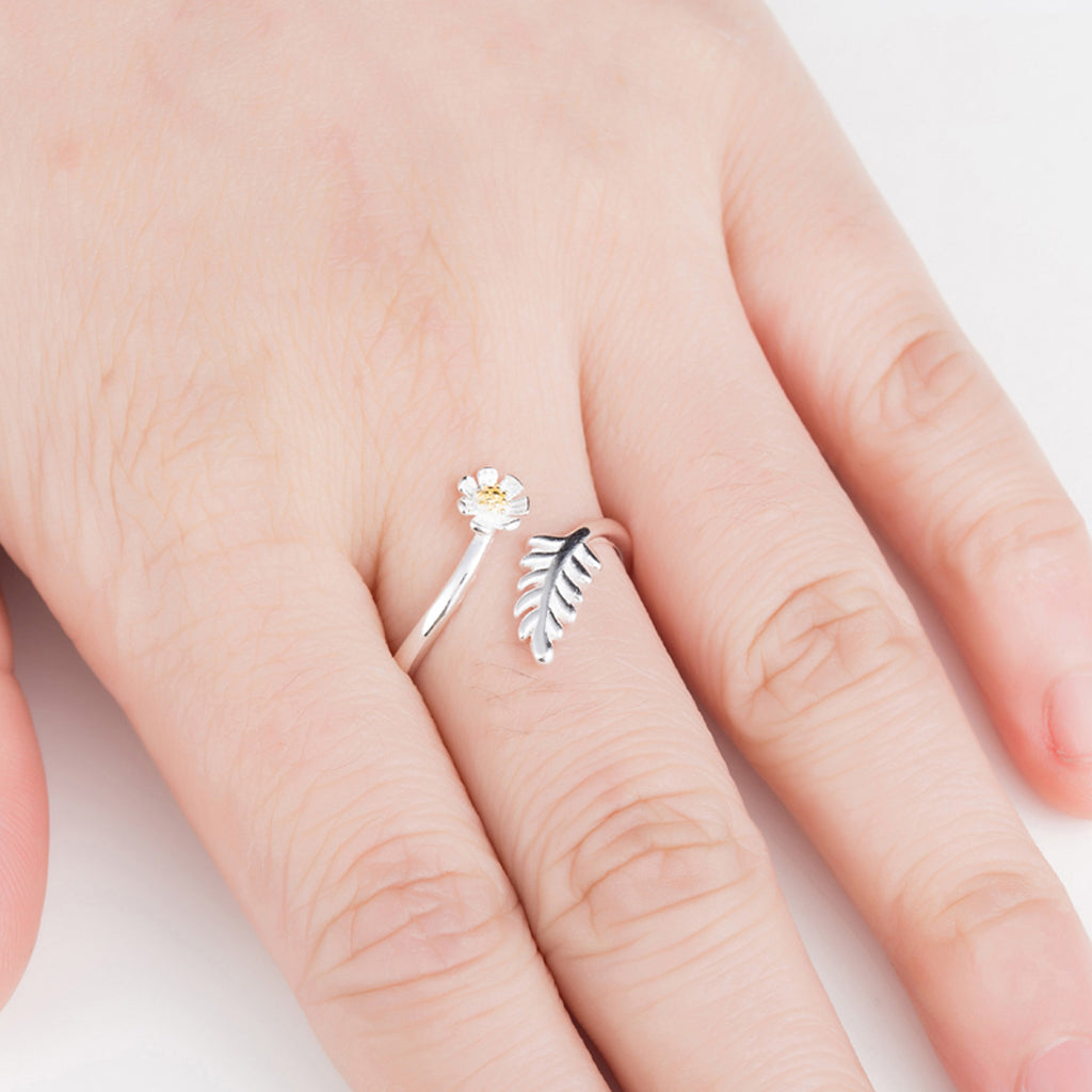 Cute Simple Daisy Dainty Ring Fashion Jewelry for Teens Boho Women's Floral Flower Stackable Silver Ring (www.Jewolite.com) #rings