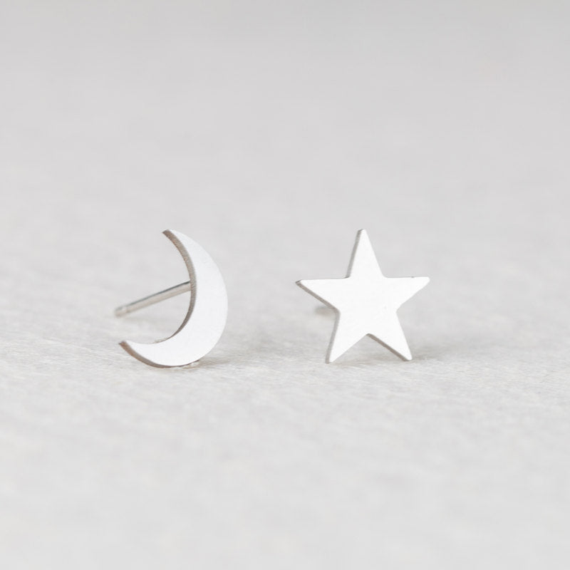 Cute Multiple Ear Piercing Ideas for Teen Girls Silver Star Moon Earring Studs for Cartilage Ear Lobe Helix Conch lindo pendientes de estrella y luna para adolescentes (www.Jewolite.com) #earrings
