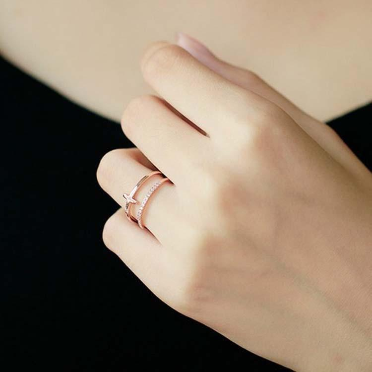 Cute rose gold cross ring trending feminine fashion jewelry - www.jewolite.com #rings