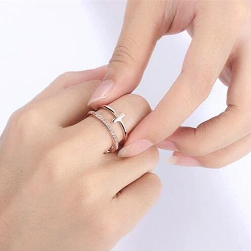 Cute silver cross ring trending feminine fashion jewelry - www.jewolite.com #rings