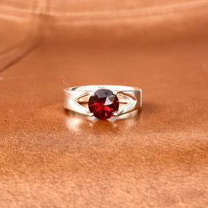 Brillante Ring Garnet Silver Hannah Daye & Co