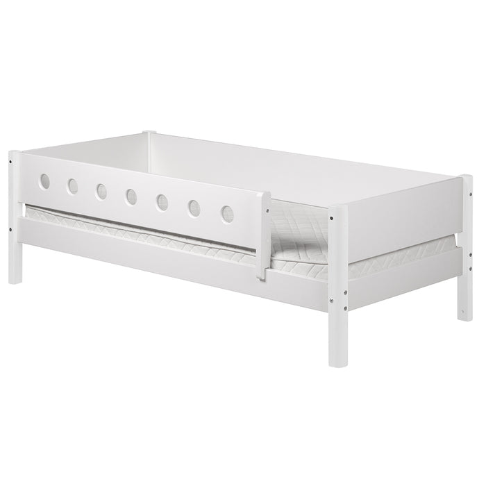 White - Daybed with 3/4 Safety Rail - White