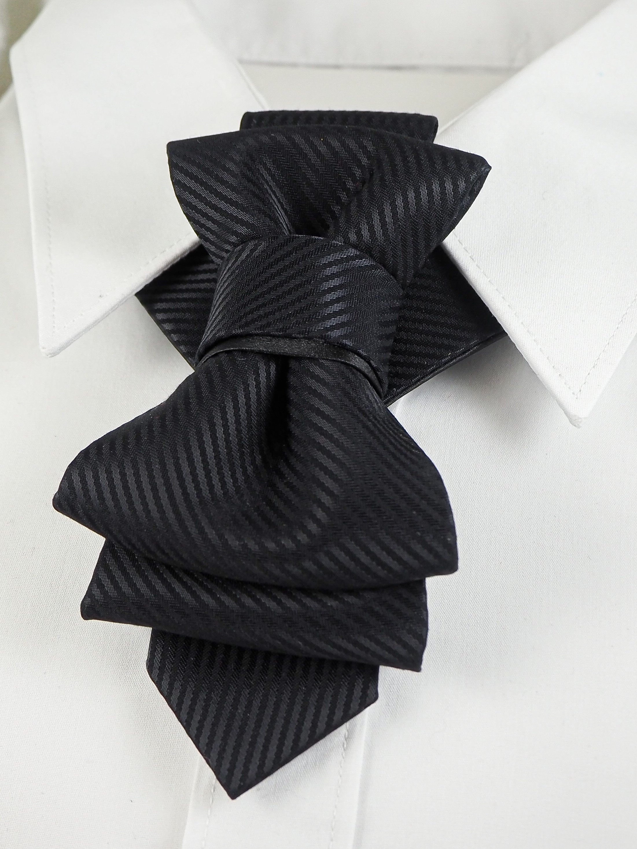 Tie for the wedding suite