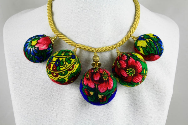 BUBBLE BEAD NECKLACE EXOTIC FLOWERBED Front view by Ruty Design