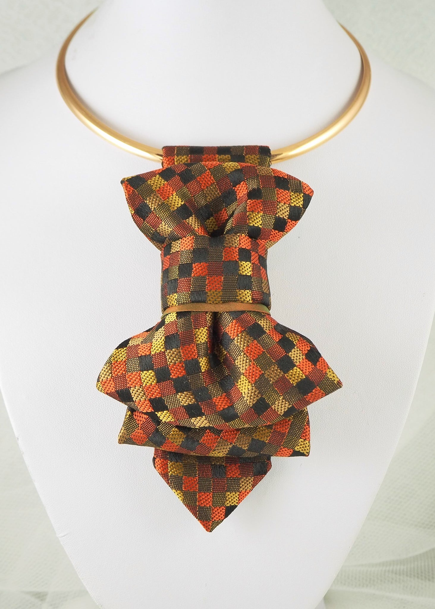 Hopper tie for women created by Ruty Design