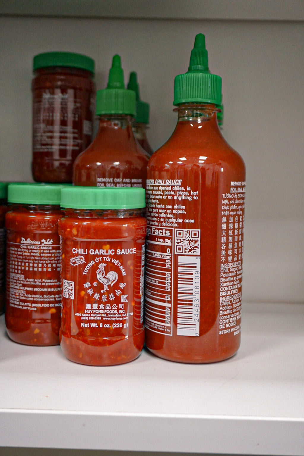 Huy Fong Sriracha Sauce 17 oz Squeeze Bottle - New Canaan