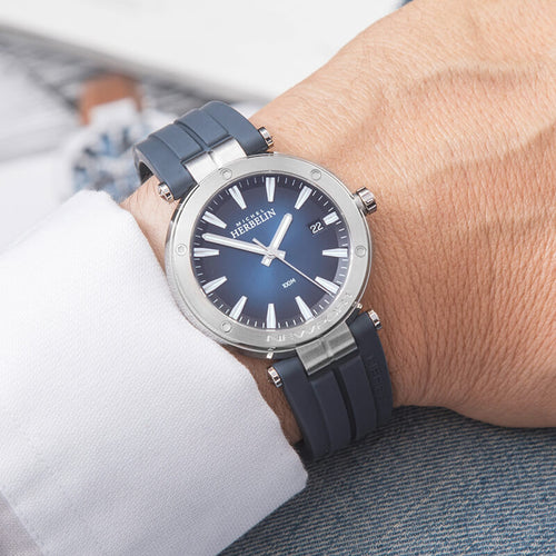 montre michel herbelin newport bleue mannequin
