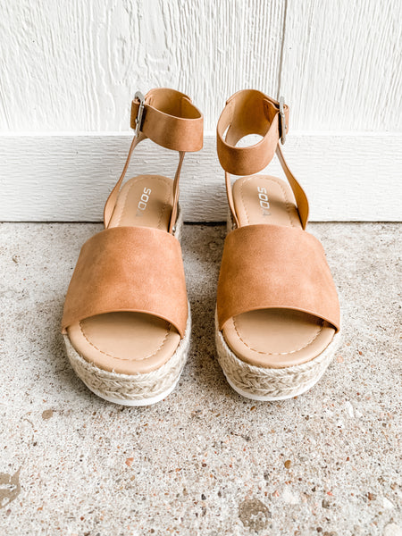 Chloe Platform Sandals: Tan