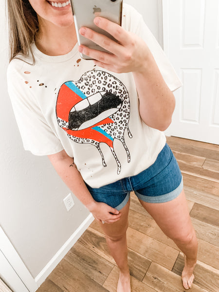 Colorful Kisses Tee: Light Khaki