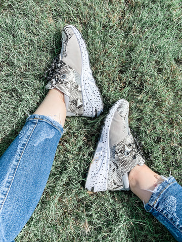 Feelin Fiesty Shoes: Gray/Snake Skin