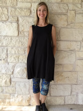 Summer Stretch Tunic Scoop Neck Black