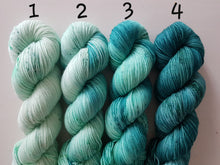 "Laden Sie das Bild in den Galerie-Viewer, Spector-Kit ""Ocean Diver"" Merino Socks High Twist"