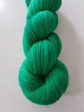 "Laden Sie das Bild in den Galerie-Viewer, ""Emerald"" Jewel Lace"