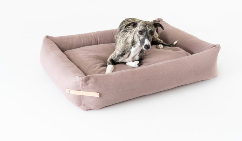 Labbvenn-Stokke Pink-Dog Bed-Lifestyle