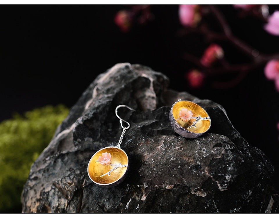 The Aroma of Sweetwinter Dangle Earrings - LUSTROUSOLOGY
