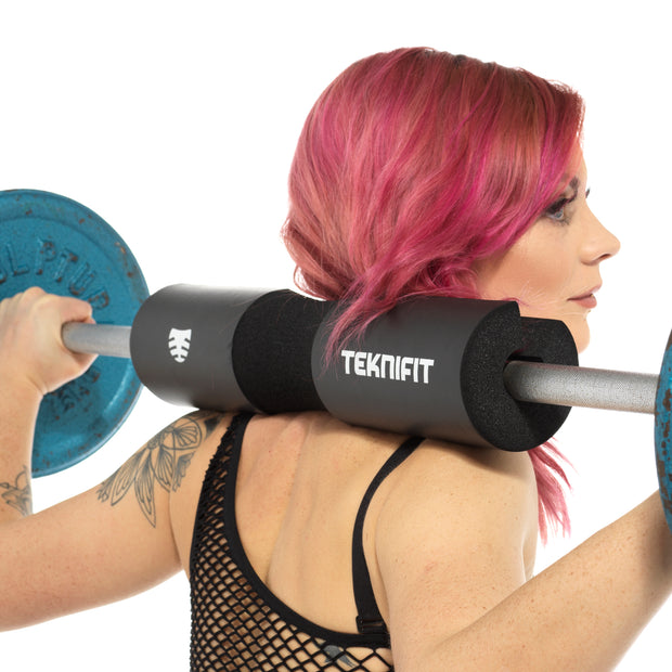 Girl weightlifting with barbell pad - Teknifit.store