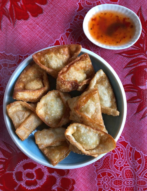 Fried Crab and Cream Cheese Wonton Recipe (Hoanh Thanh Chien)