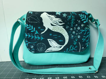 Pearl Diver Mini Messenger Purse