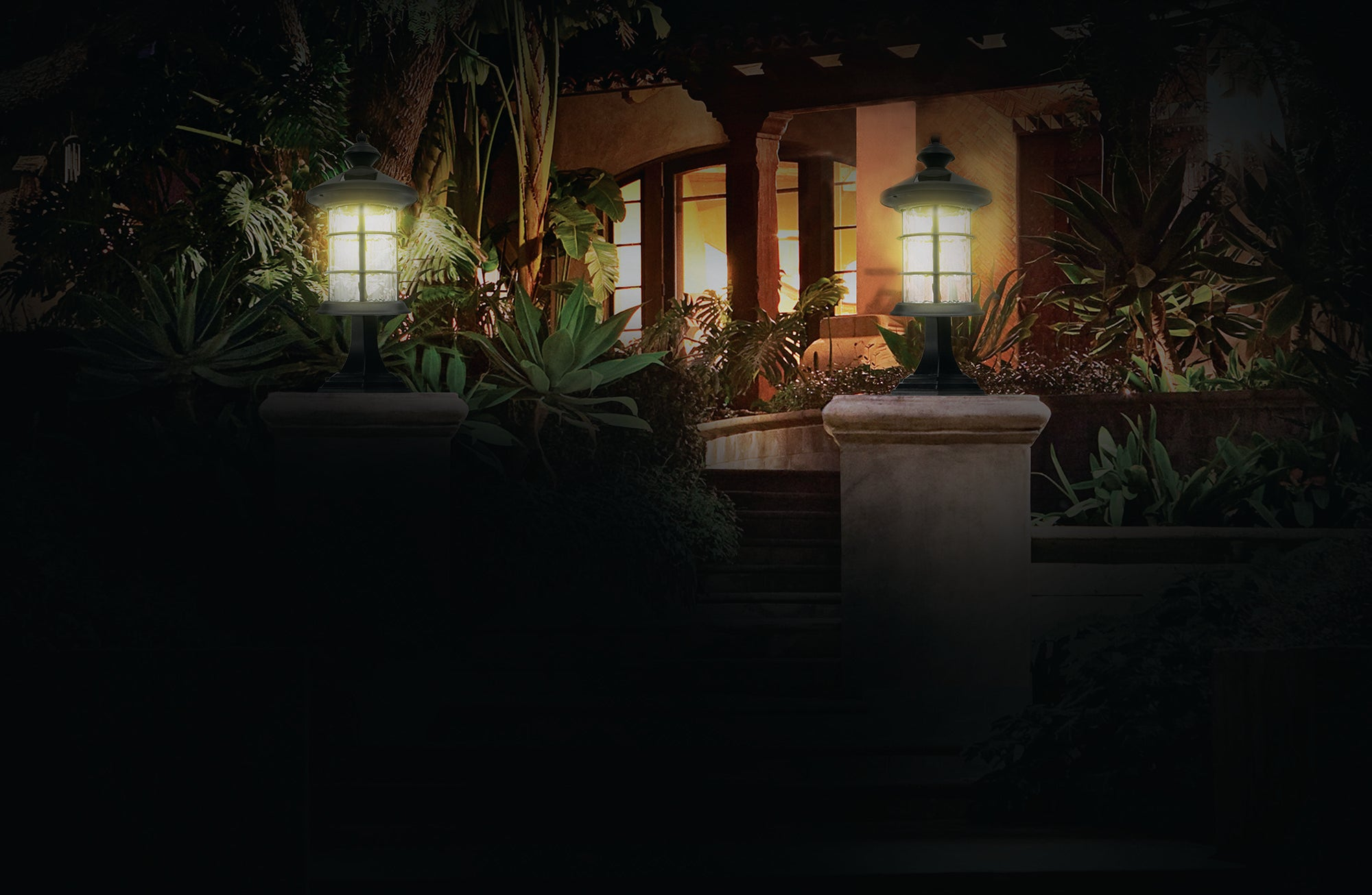 BLACK ALUMINUM HAMPTON SOLAR LAMP