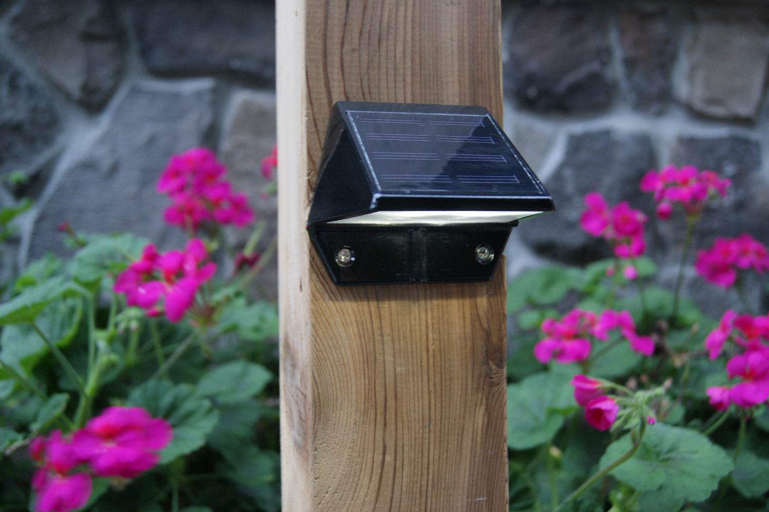 BLACK ALUMINUM DECK & WALL LIGHT
