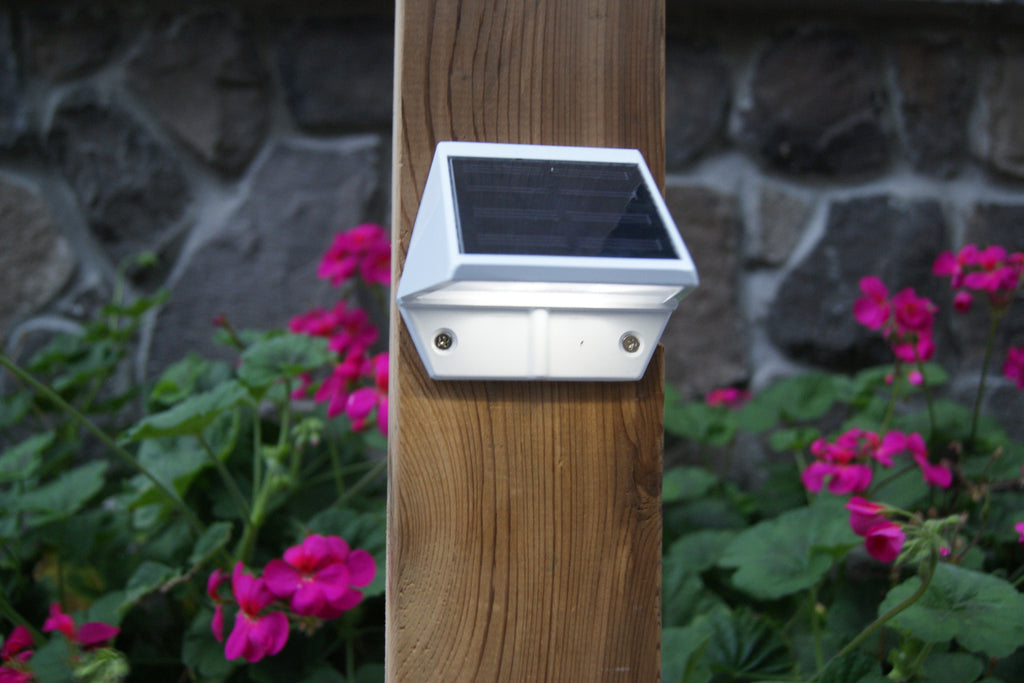 WHITE ALUMINUM DECK & WALL LIGHT
