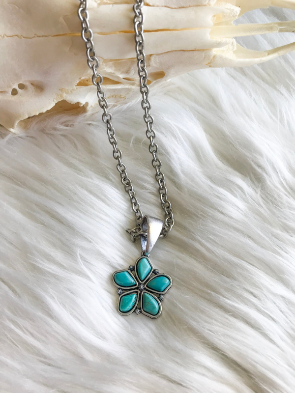 Turquoise Flower Pendant Necklace
