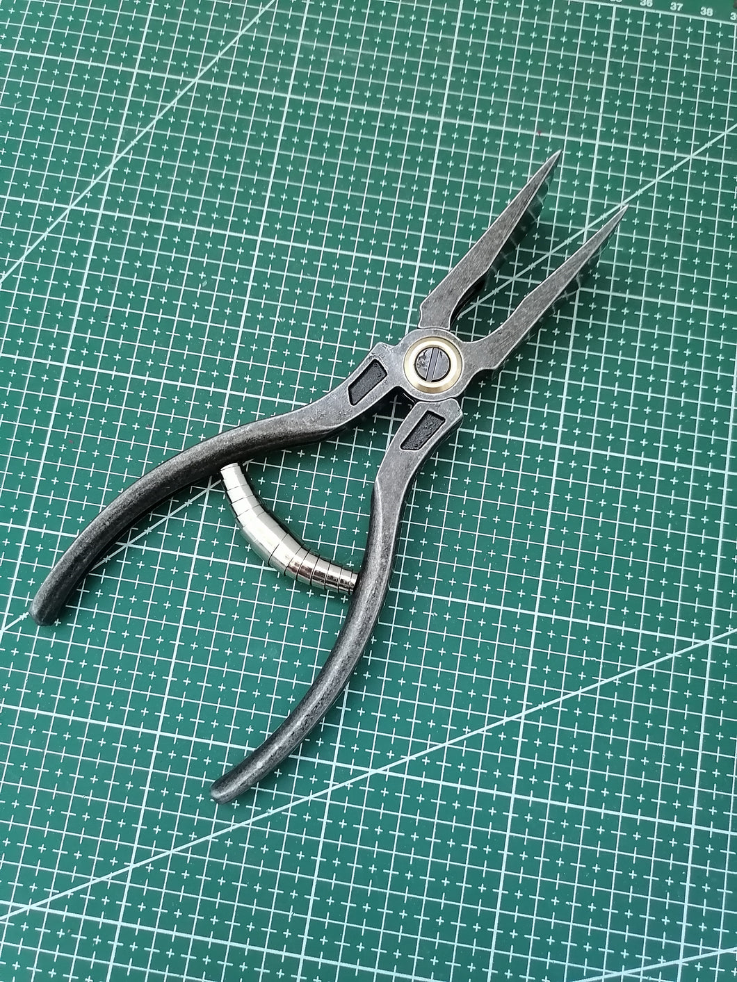 Thead plier, leather edge plier( in stock)