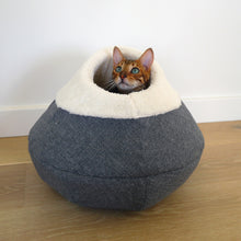 Load image into Gallery viewer, Round Cosy Plush Cat Cave