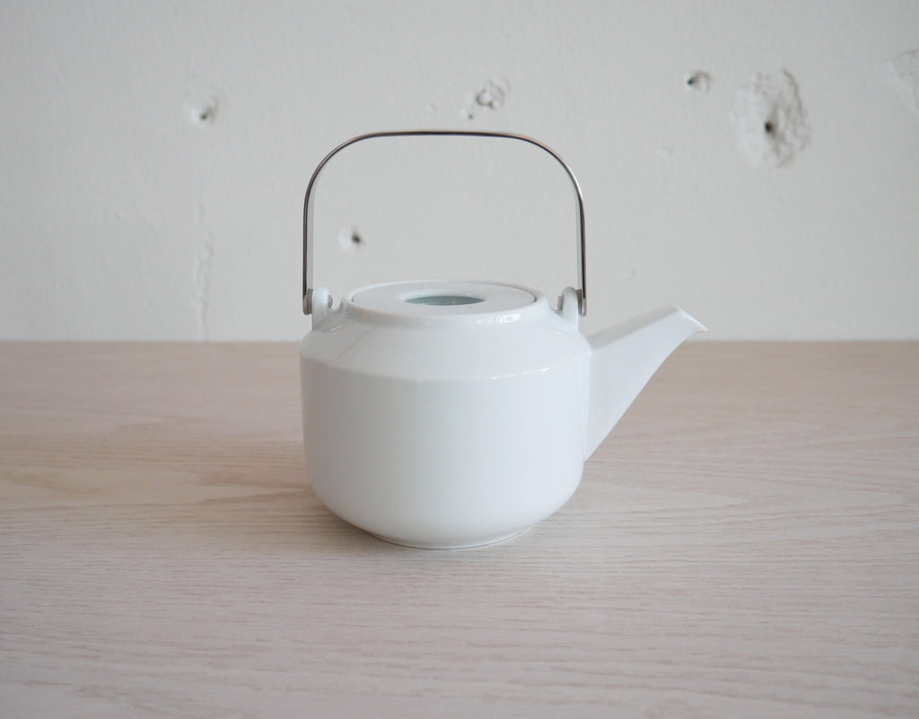 LEAVES TO TEA Teapot