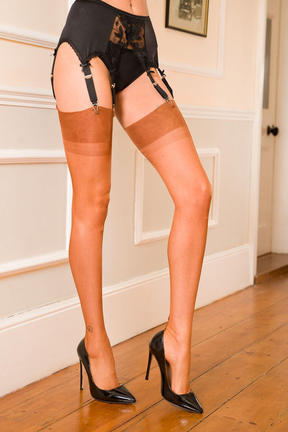 Harmony Point heel fully fashioned nylon stockings in spice