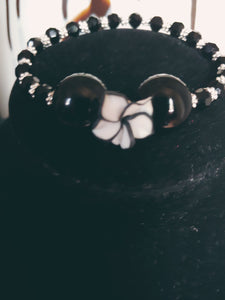 Black & White Glass Beaded Flower Bracelet